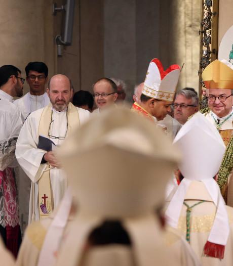 Waar was aartsbisschop Eijk tijdens wijding bisschop Harrie Smeets? In het ziekenhuis