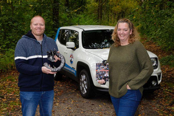 Dennis en Mariska van der Kraats met de Witte Anjer Prijs.