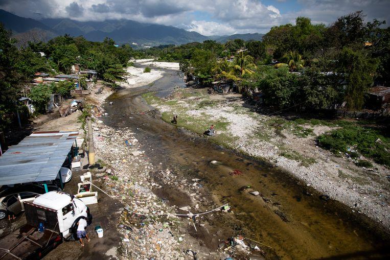 In november raasden Eta en Iota over Honduras, de zwaarste tropische stormen sinds de verwoestende 'Mitch' in 1998. De gemeenschap van Rio Blanco werd overspoeld door de gelijknamige Blanco-rivier.  Beeld Tomás Ayuso