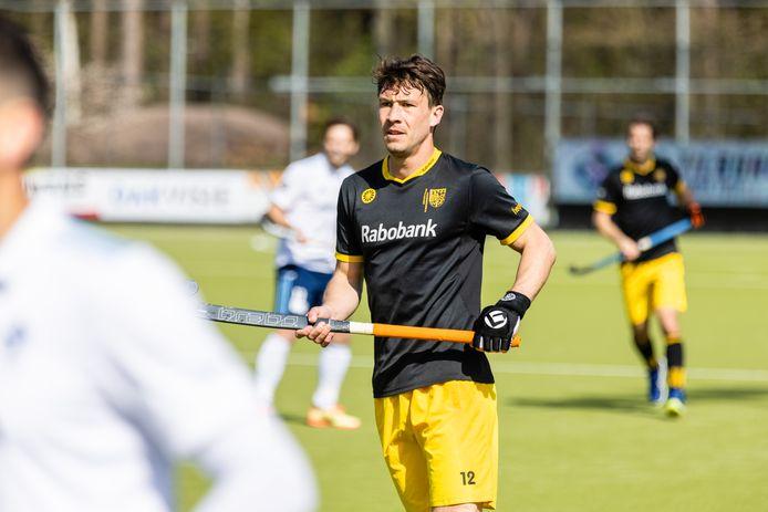 Arjen Lodewijks in actie tegen HC Tilburg