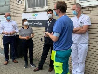 Gouverneur Berx steekt personeel AZ Turnhout een hart onder de riem