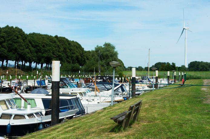 De jachthaven in Waalwijk die plaats moet maken voor een nieuwe insteekhaven.