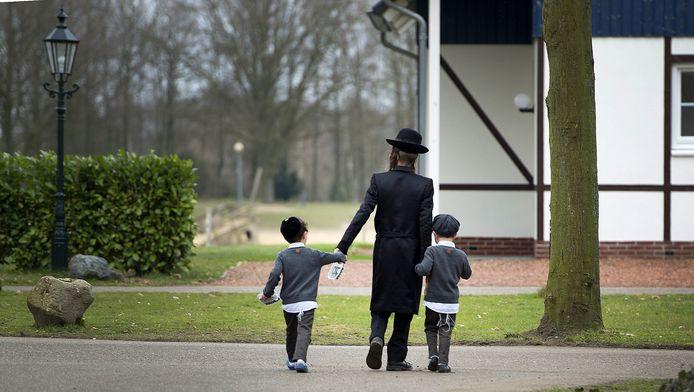 Volgelingen van de omstreden rabbijn