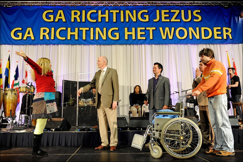 Wonderendienst van Evangelist Jan Zijlstra (leider van De Levensstroom Gemeente in Leiderdorp) in Jan Massinkhal.