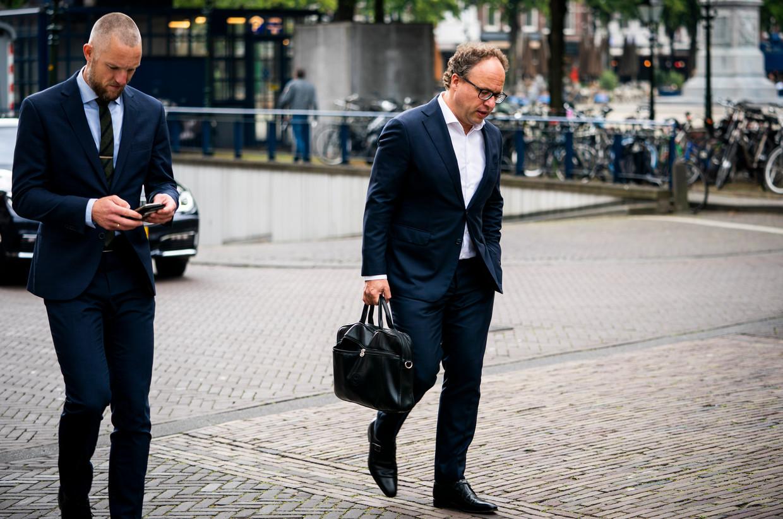 Minister Wouter Koolmees van Sociale Zaken en Werkgelegenheid (D66) op weg naar de wekelijkse ministerraad. De FNV wil meer tijd om een besluit te nemen .  Beeld Freek van den Bergh / de Volkskrant