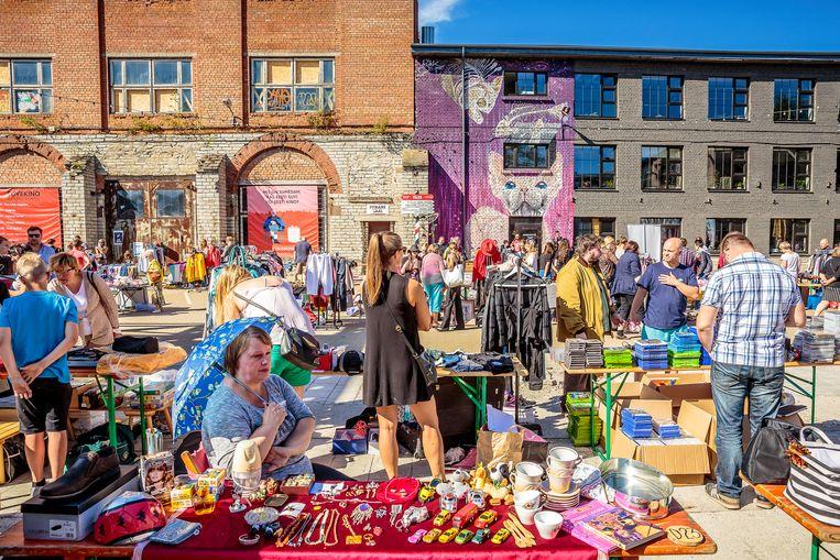 Tweedehandsmarkt van Telliskivi Creative City. Beeld Ruben Drenth