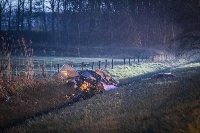 Op de A12 bij Zevenaar zijn twee doden gevallen bij een ongeval. De snelweg is afgesloten.