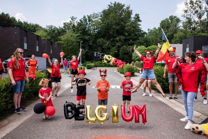 Doelman Simon Mignolet daagde Herk-de-Stad uit om een vuurrood 'Rode Duivel'-dorp te worden, en met succes.