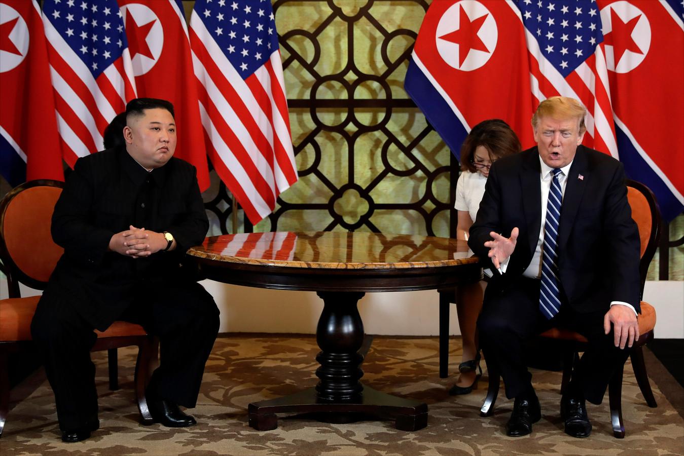 De Noord-Koreaanse leider Kim Jong-un en de Amerikaanse president Donald Trump tijdens hun recente ontmoeting in Hanoi, Vietnam.