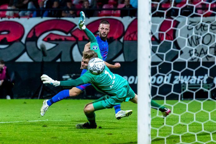 Bart Ramselaar schiet de 0-3 binnen in Nijmegen.