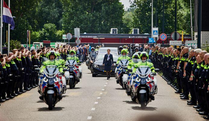 De politie neemt afscheid van motoragent Arno (47).