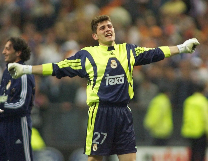 Iker Casillas na de gewonnen Champions League-finale tegen Valencia op 24 mei 2000.