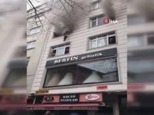 Une maman lance ses enfants par la fenêtre pour les sauver d'un incendie