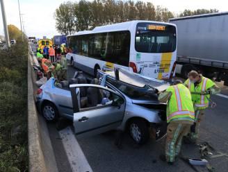 Bestuurder zwaargewond na aanrijding met lijnbus op E34