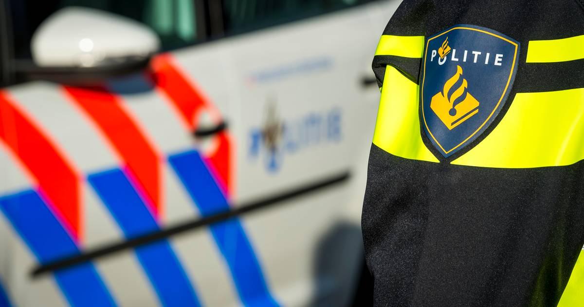 Overleden man aangetroffen in auto in woonwijk Scherpenisse.