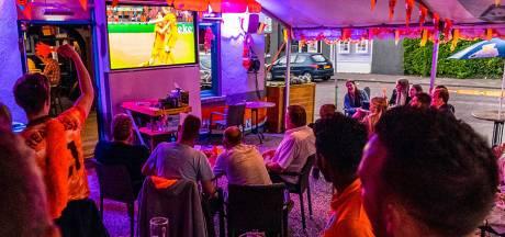 Hoera! Zondag Oranje kijken op grote schermen mag weer in Utrecht: zowel op het terras als binnen