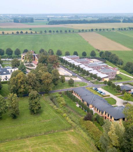 Woedende Arnhemmer rijdt met messen terrein Heldring op: 'Ik had mijn zoon al jaar niet thuis gehad'