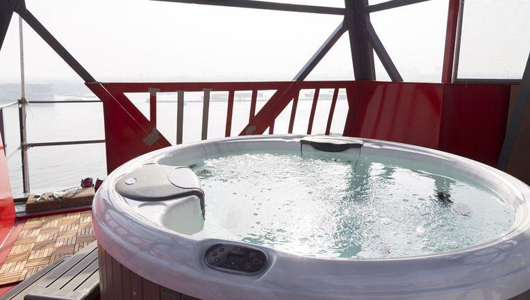Het Kraanhotel op de NDSM-werf maakt kans op een Europese hotelprijs. Beeld Rink Hof
