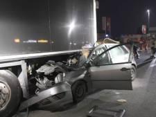 Grave accident sur l'A12: une voiture s'encastre sous un camion à l'arrêt