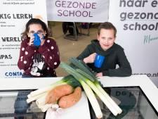 Op deze school krijgen leerlingen verse soep in plaats van boterham met hagelslag, maar hoe gezond is dat?