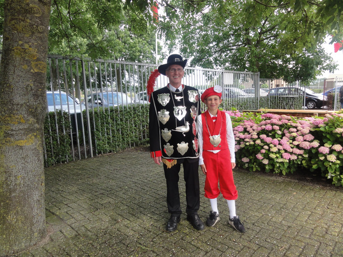 Koning Tonnie Brands en jeugdkoning Aron van Zoest