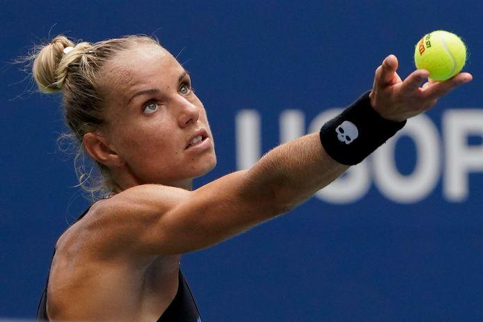 Arantxa Rus gaat onderuit in de eerste ronde van de US Open.