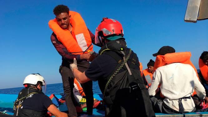 Noodsituatie op Italiaanse eiland Lampedusa door aankomst van ruim 600 migranten