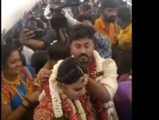 Un couple se marie dans un avion pour contourner les restrictions anti-Covid
