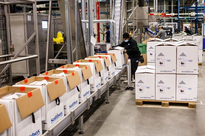 In Puurs zijn zo'n 2.500 werknemers aan de slag om grote delen van de wereld te voorzien van het vaccin van Pfizer en BioNTech