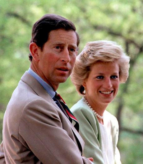 """Voilà à quoi vont ressembler le prince Charles et la princesse Diana dans """"The Crown"""""""