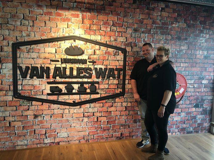 Dave en Inge bij de opening van de nieuwe lunchroom.