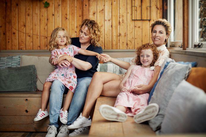 Mirella van Markus (rechts) met haar gezin.