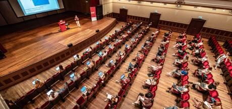 Universitair docent pakt het podium, studenten zijn het hooggeëerd publiek