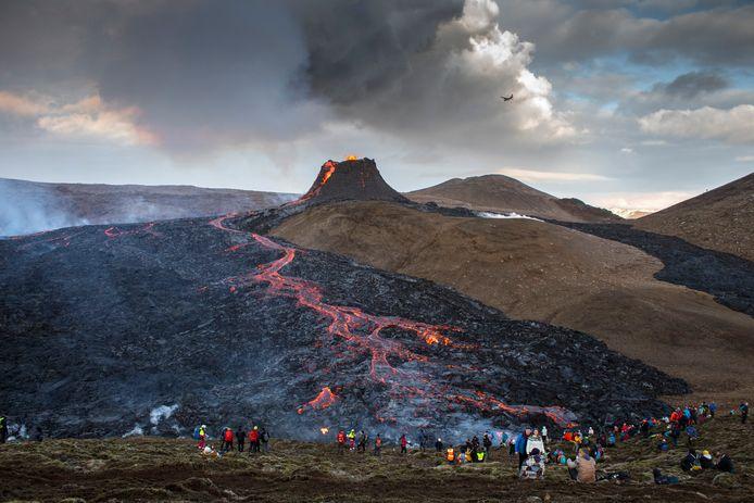 Sinds het begin van de uitbarsting zijn er al veel kijklustigen opgedaagd.
