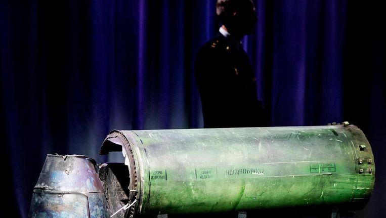 Onderdeel van de BUK raket die MH-17 neerhaalde tijdens een persbijeenkomst van het Joint Investigation Team, dat onderzoek doet naar de crash van vlucht MH17. Beeld ANP