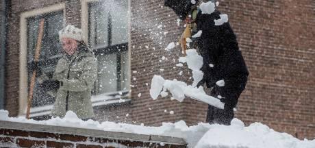 Moet ik mijn stoep sneeuwvrij maken? En als ik val en iets breek, wie is dan aansprakelijk?
