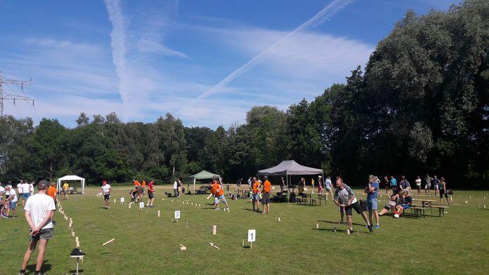 25 teams doen mee aan Kubb Masters Midden Nederland bij SKF in Veenendaal.