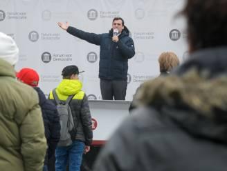 Burgemeester Bruls beëindigt te drukke campagnebijeenkomst van Baudet in Nijmegen, bekeuringen voor uitdelen flyers