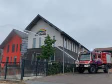 Brandweer zorgt voor verkoeling bij basisschool in Amerongen