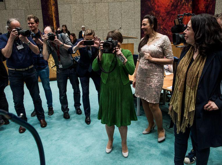 2017: Ploumen fotografeert de Haagse persfotografen. Beeld Freek van den Bergh / de Volkskrant