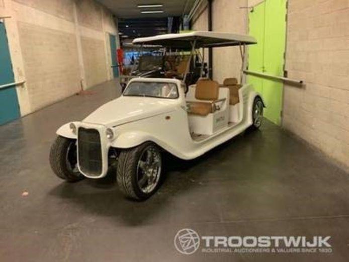 Versuz, HasHotel en The Century beloven opvallende items voor de tweede veiling, zoals een elektrische golfkar via veilingshuis Troostwijk.
