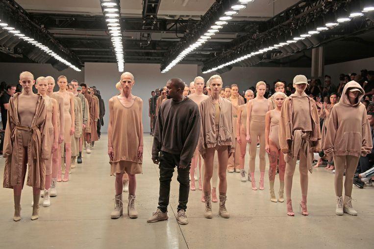 Kanye West stelt het tweede Yeezy-'seizoen' voor in 2015 in New York.  Beeld Randy Brooke