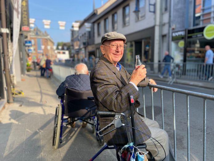 Harry (91) zet zich schrap voor de passage van het WK Wielrennen