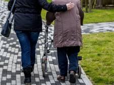 Oudere Hilversummer (73) krijgt uit het niets een klap, politie doet onderzoek