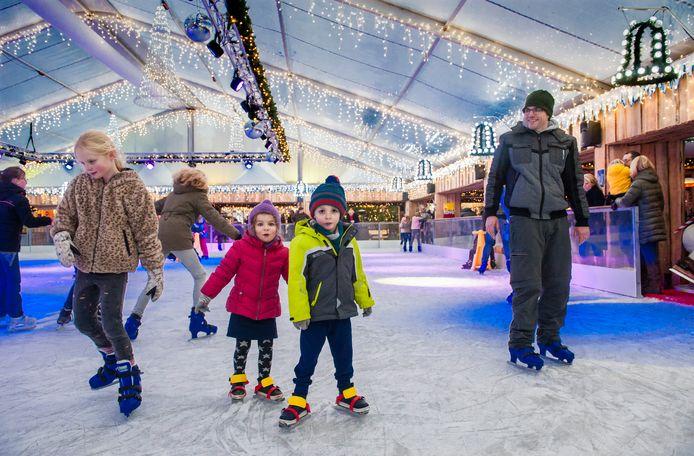 IJsbaan tijdens een winterevenement op de Bossche Parade. Het is onzeker of de ijsbaan die daar volgend maand wordt aangelegd ook overdekt is.