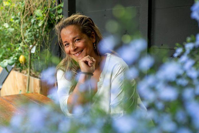 """De 55-jarige Liesbeth de Kort uit Bergen op Zoom laat zich niet vaccineren: ,,Doe het zoals bij de griepprik: vaccineer de risicogroep."""""""