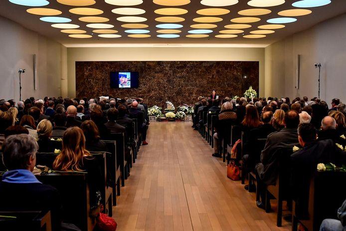 De grote aula in crematorium Heimolen zat afgeladen vol voor het afscheidsmoment.