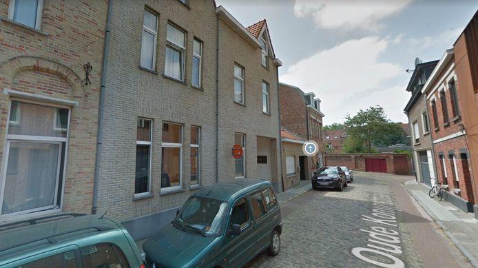 Het brandje deed zich voor in een flat langs de Oude Konijnstraat in Ieper.