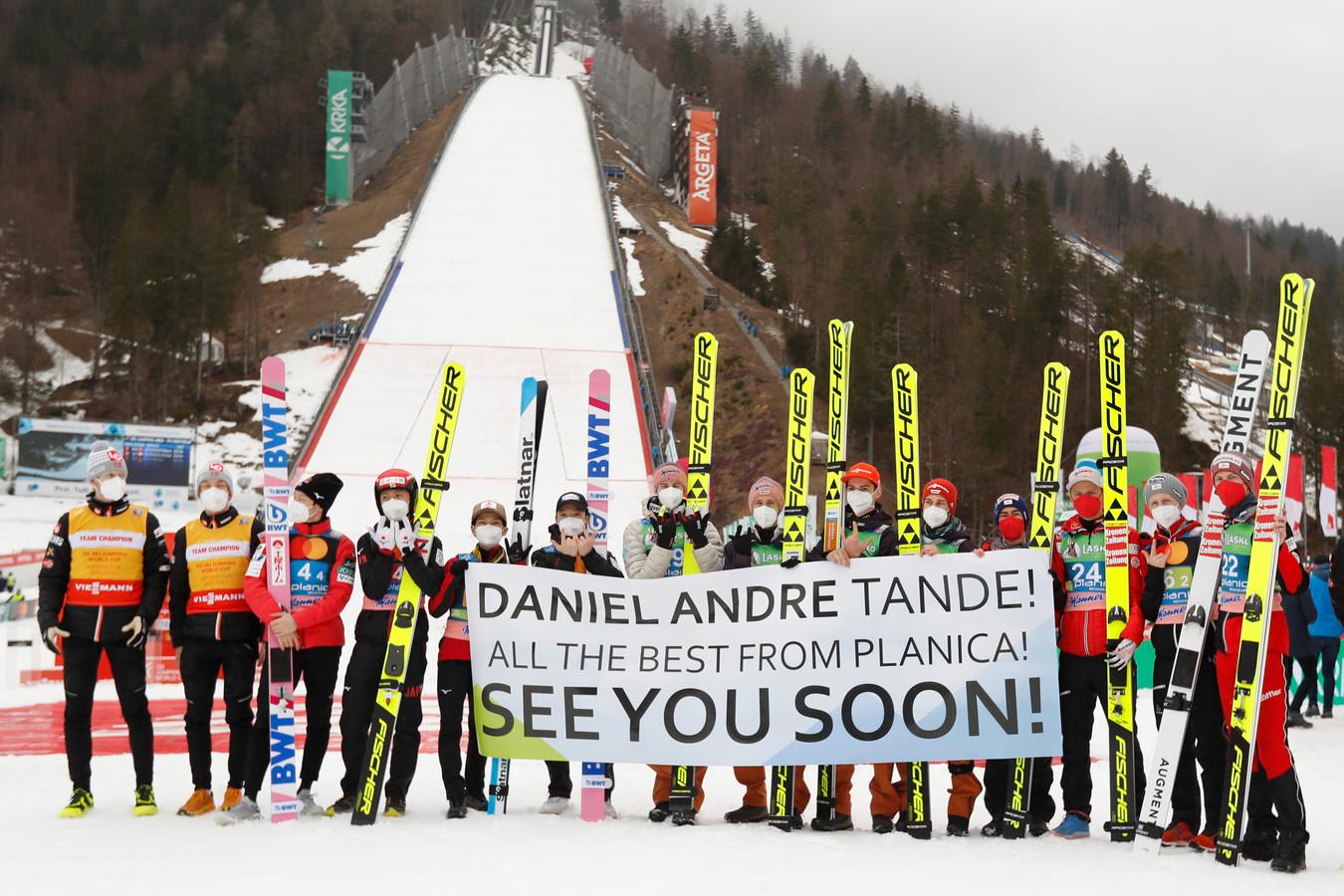 Collega's wensen Daniel-André Tande sterkte.