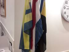Drie vlaggen in de raadszaal Harderwijk